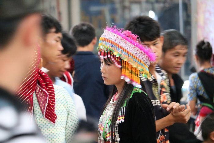 白モン族の女性